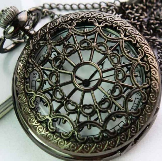 Retro Style Hollow Net Pattern Quartz Pocket Watch - Click Image to Close