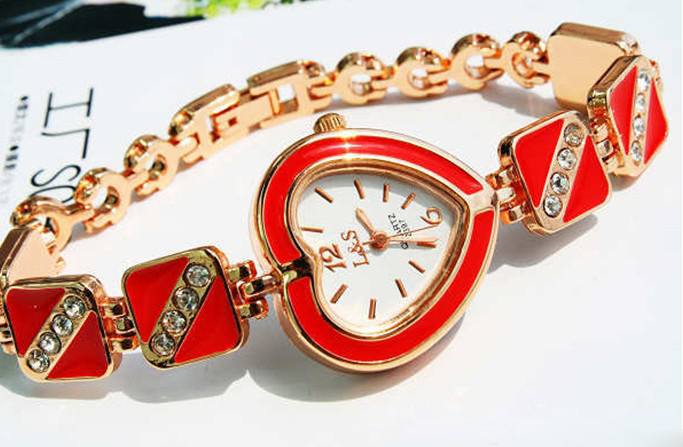 Red Color Decorative Heart Rhinestone Bracelet Wrist Watch - Click Image to Close