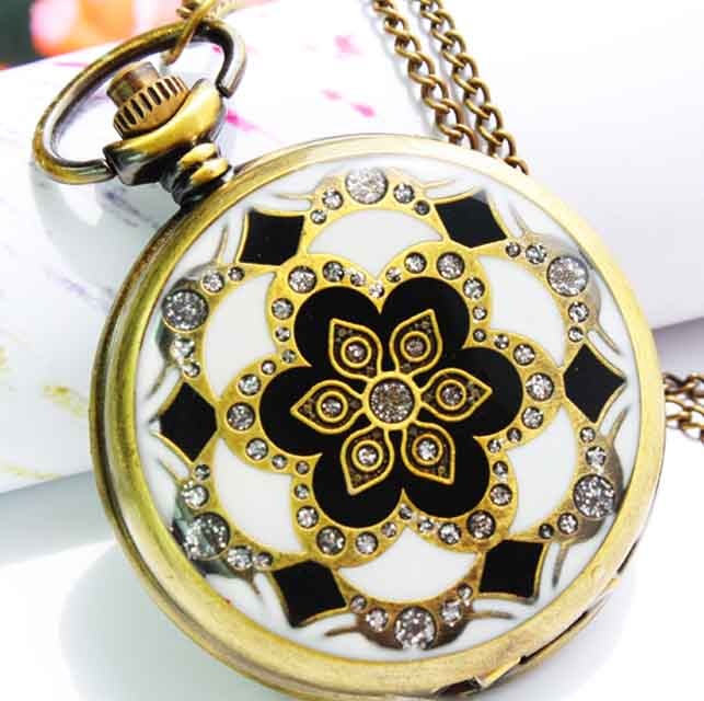 SEO_COMMON_KEYWORDS Charming Rhinestone Pocket Watch with Beautiful Flower Design
