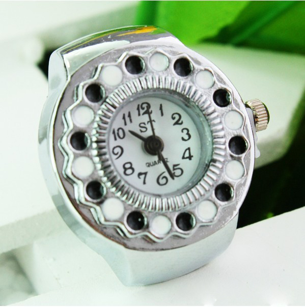 SEO_COMMON_KEYWORDS New Brand Quartz Stylish Black And White Finger Watch